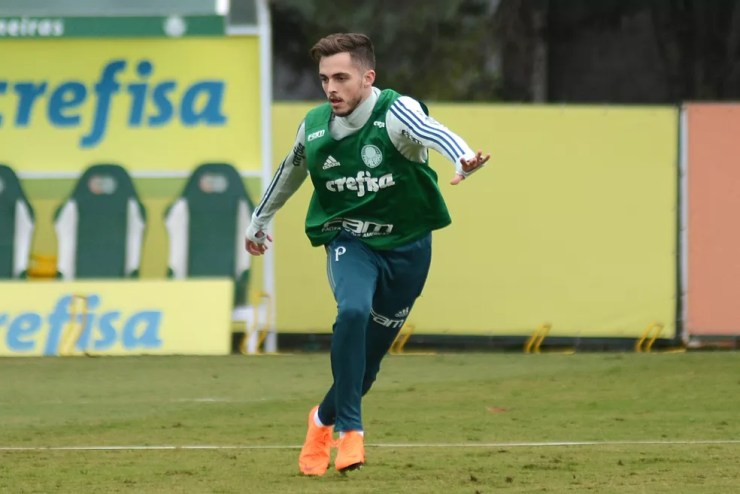 Hyoran em treino na Academia de Futebol (Foto: Antônio Cícero / Estadão Conteúdo)