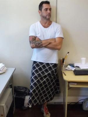 Homem se vestiu de saia (Foto: Arquivo Pessoal)