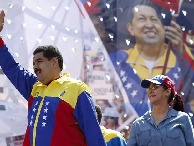 Em meio a protestos, Nicolas Maduro fez comício neste sábado (12), em Caracas (Foto: REUTERS/Carlos Garcia Rawlins)