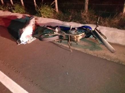 Motociclista morreu após bater em carro na AL-115, em Girau do Ponciano — Foto: BPTran
