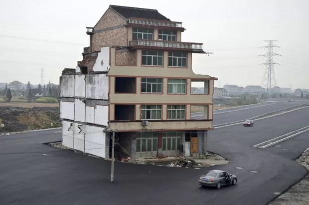Casal de idosos se recusou a assinar um acordo para permitir a demolição da residência. (Foto: China Daily/Reuters)