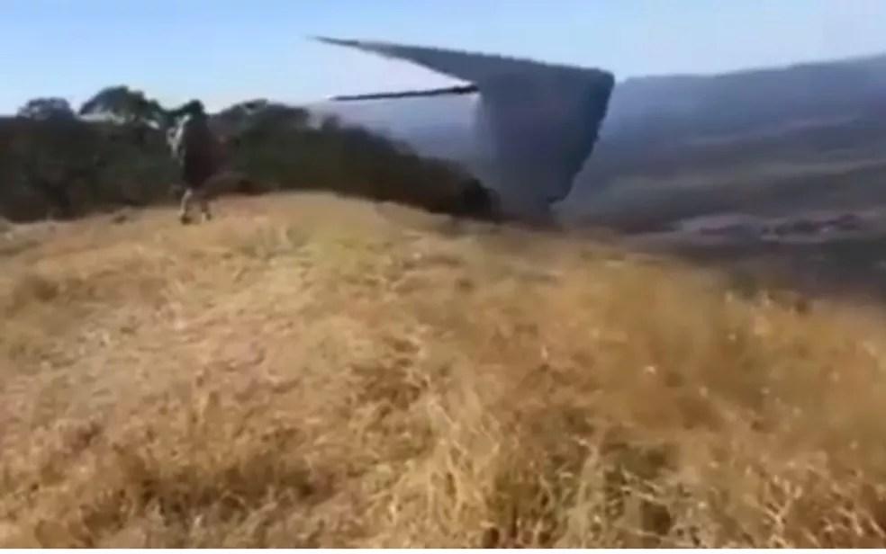 Piloto minutos antes de perder controle de asa-delta e cair, em Formosa — Foto: Reprodução/TV Anhanguera