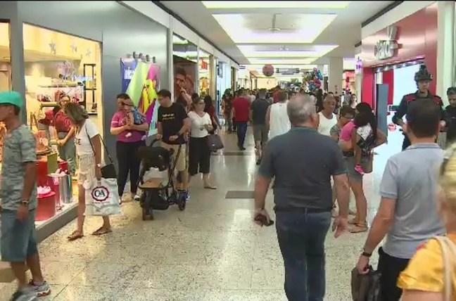 Movimento foi grande nos shoppings este ano — Foto: Reprodução/TV Vanguarda