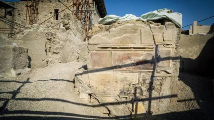 Pompeia foi destruída no ano 79 d.C. por uma erupção do vulcão Vesúvio (Foto: EPA)