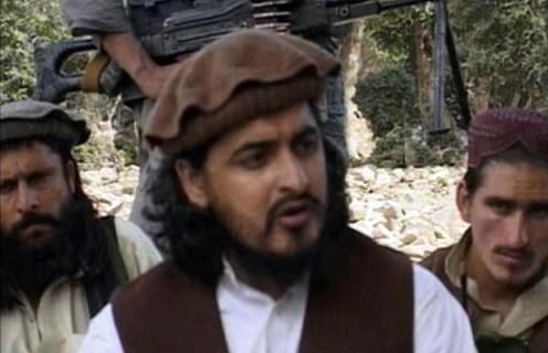 Hakimullah Mehsud (centro) em foto de outubro de 2009 (Foto: Reuters)
