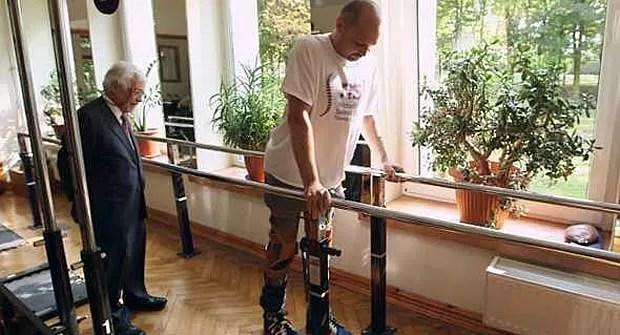 Darek Fidyka voltou a andar após receber transplante de células olfativas.  (Foto: BBC)