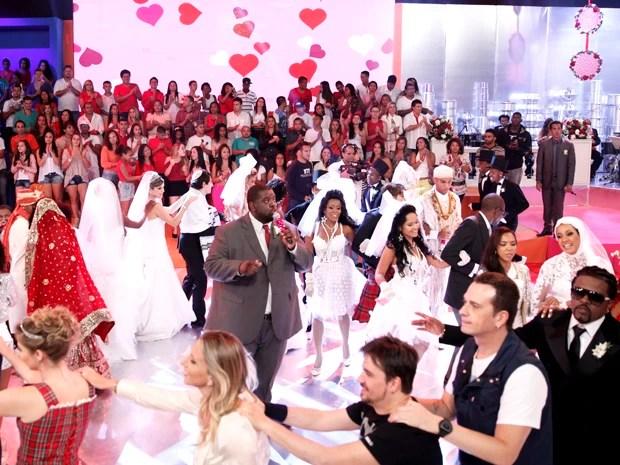 Embalados por Péricles, família Esquenta! e convidados dançam muito (Foto: Divulgação / Rede Globo)