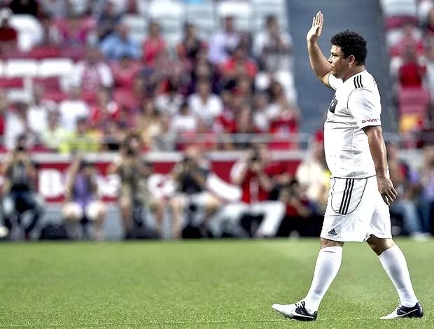 Ronaldo no jogo do Benfica contra os amigos do Figo (Foto: EFE)