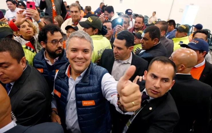 Iván Duque, candidato presidencial colombiano, durante campanha em Bogotá (Foto: Jaime Saldarriaga/Reuters)