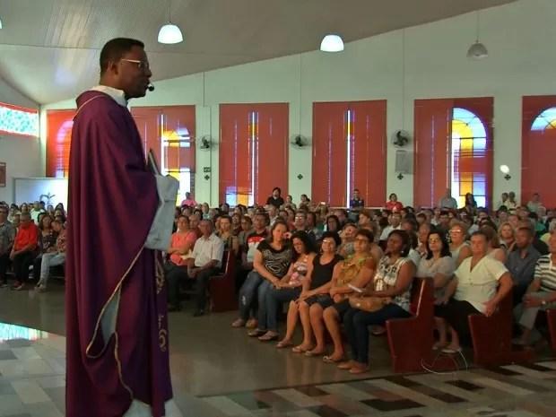 Cerca de 2 mil fiéis participaram de celebração em Várzea Grande (Foto: Reprodução/ TVCA)