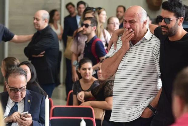 O jornalista Marcio Canuto se despede do amigo (Foto: AG News)