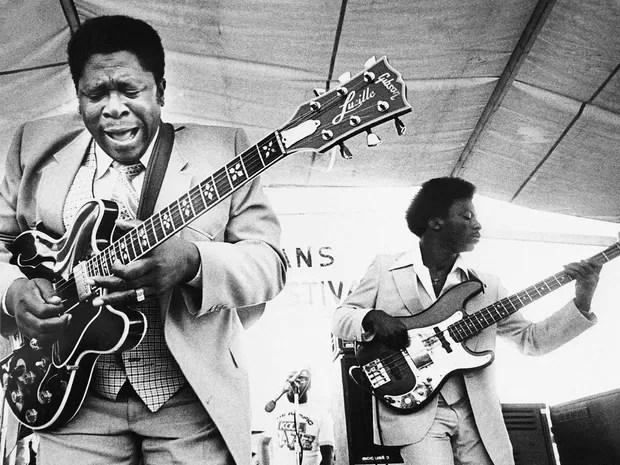 O guitarrista em 21 de abril de 1980, durante a abertura New Orleans Jazz Festival. (Foto: Arquivo / AP Photo)