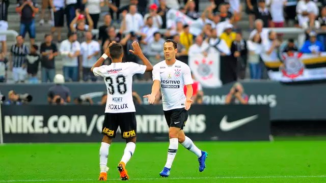 Rodriguinho comemora o gol da vitória do Corinthians sobre o Palmeiras
