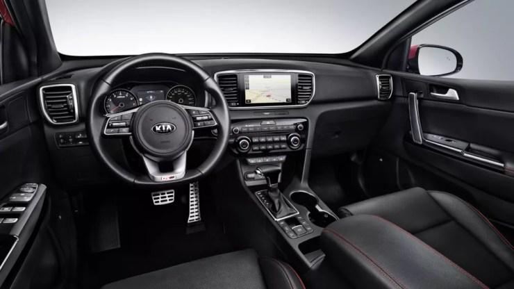 Por dentro, o Sportage ganha novo volante e central multimídia com layout atualizado — Foto: Divulgação/Kia