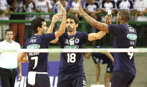 Na primeira partida, o Cruzeiro saiu na frente e ganhou por 3 sets a 0 (Foto: Denilton Dias/Vipcomm/Reprodução: Globoesporte.com)