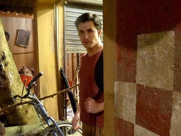Clécio é um dos suspeitos de roubar a grana de Alessanderson  (Foto: Pé na Cova / TV Globo)