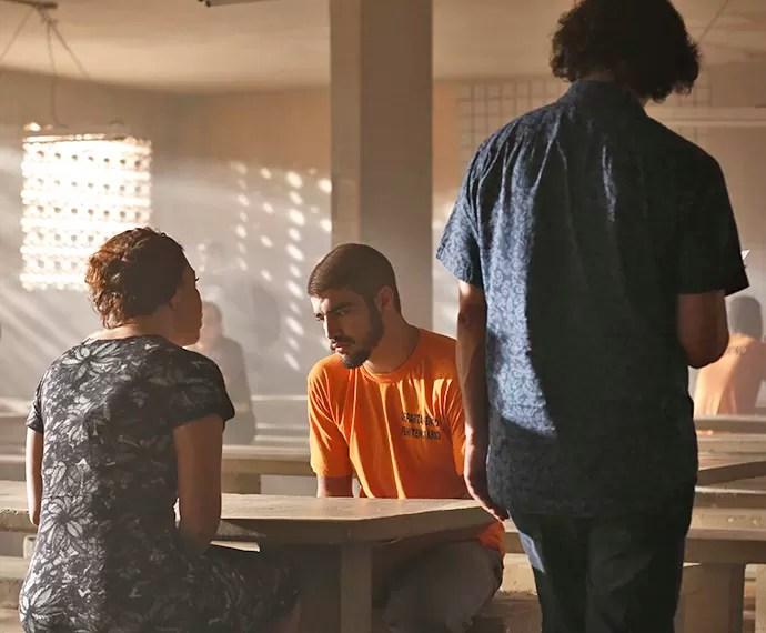 Após o corte, Caio grava com Fabíula Nascimento com direção de Carlos Araújo (Foto: Ellen Soares/Gshow)