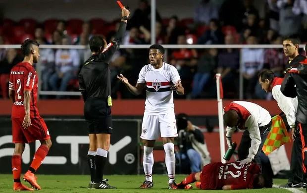 São Paulo x Flamengo - Michel Bastos cartão vermelho (Foto: Getty Images)