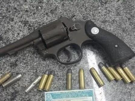 Arma foi apreendida com o suspeito em Inajá na segunda-feira (1º) (Foto: Divulgação/Polícia Militar)