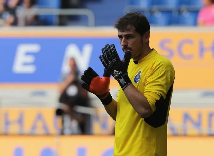 Casillas Porto x Duisburg  (Foto: AP)