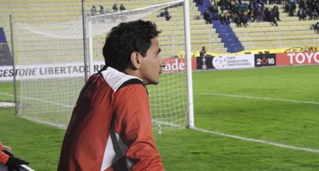 Paulo Henrique Ganso contra o The Strongest Libertadores (Foto: Marcelo Hazan)