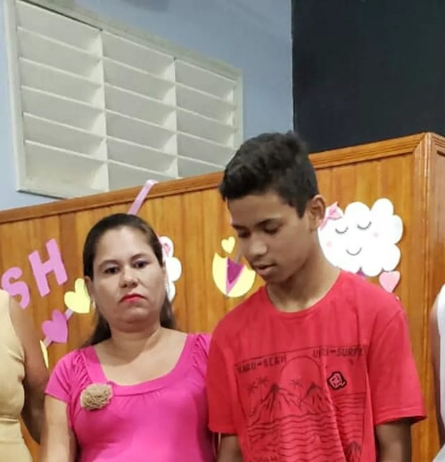 Adolescente internado em estado grave após afogamento ainda não sabe da morte da mãe que completa 1 mês — Foto: Arquivo da família