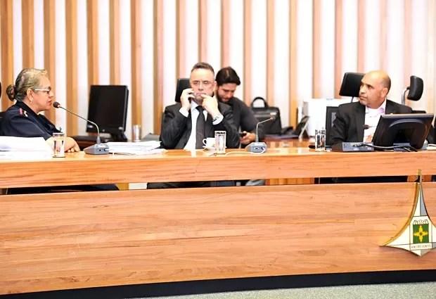 A médica do Samu Olga Oliveira fala à CPI da Saúde, na Câmara Legislavia do DF (Foto: Rinaldo Morelli/CLDF/Divulgação)