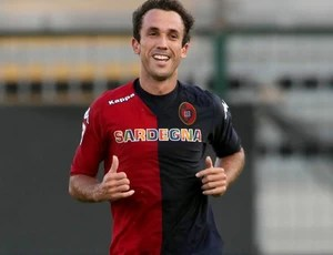thiago ribeiro cagliari gol navara (Foto: Agência Getty Images)