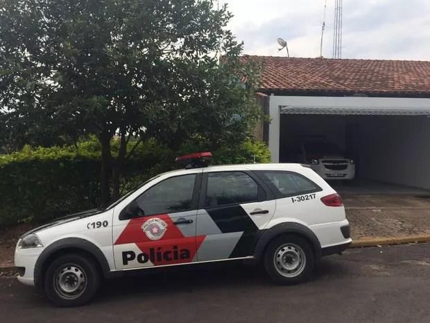 Suspeito foi preso pela Polícia Militar em Itajobi (Foto: Graciela Andrade/TV TEM)
