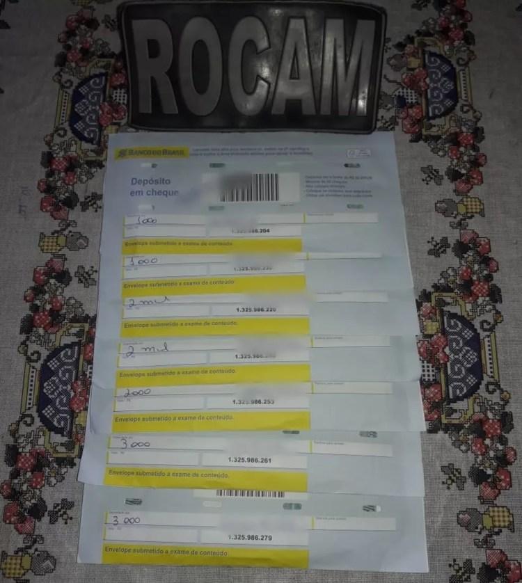 Envelopes encontrados pela Polícia Militar somam R$ 14 mil — Foto: Divulgação/Rocam
