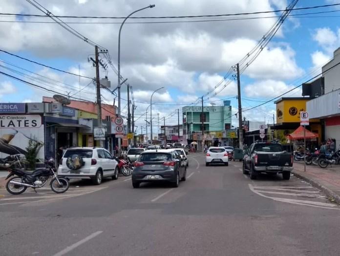 Comércio não essencial não podia funcionar aos fins de semana e feriados desde do dia 13 de março — Foto: Aline Vieira/Rede Amazônica Acre