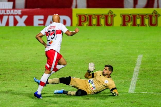 Nicolas Careca marcou o primeiro gol do CRB contra o Botafogo — Foto: Ailton Cruz/Gazeta de Alagoas
