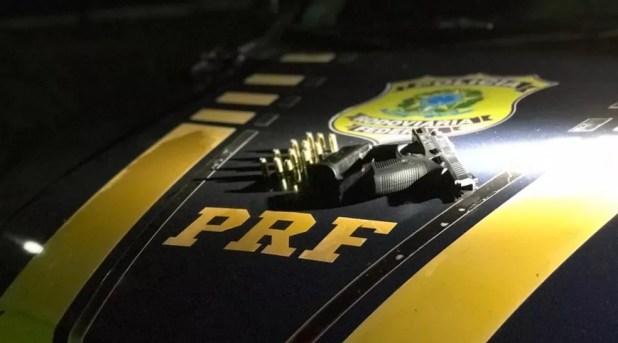 Arma apreendida na BR-364, em Rondônia — Foto: PRF/Divulgação