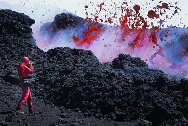 Carsten Peter está acostumado a situações extremas. Ele acompanhou vulcões ativos de perto (Foto: Carsten Peter/Nat Geo Stock/Caters)