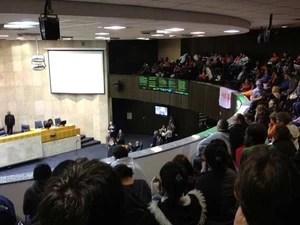 Manifestantes lotam galeria do plenário da Câmara na quarta-feira (26)  (Foto: Roney Domingos)
