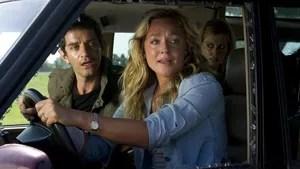 Uma família em viagem é perseguida na estrada por criminosos que esconderam dinheiro roubado no carro deles.