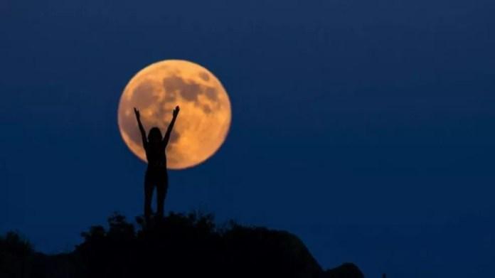 A Lua é considerada feminina em muitas culturas e idiomas — Foto: Getty Images via BBC
