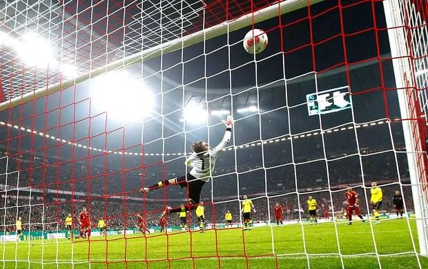 Robben marca gol do Bayern de Munique contra o Borussia Dortmund (Foto: Reuters)