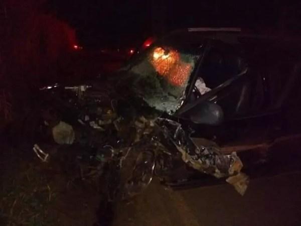 Motorista embriagado bateu de frente com outro carro em São João do Iracema (SP) (Foto: Site Votunews/Divulgação)