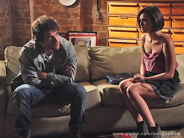 Giane tenta se explicar para o namorado, mas aprece que ele não quer ouvir... (Foto: Jacson Vogel/TV Globo)