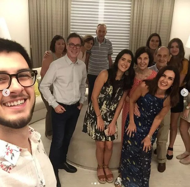 Fátima Bernardes com a família (Foto: Reprodução/Instagram)