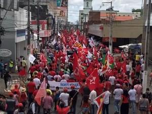 Mil pessoas protestam nas ruas de Maceió, segundo a PM. (Foto: Carolina Sanches/G1)