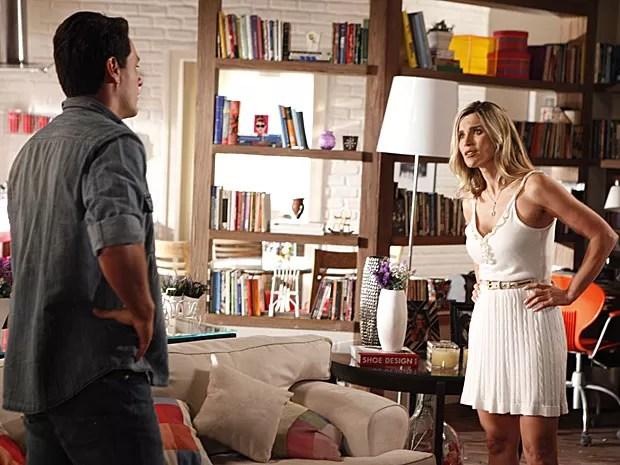 Théo procura Érica e pede para gata se afastar de Élcio (Foto: Salve Jorge / TV Globo)