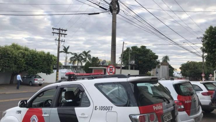 Polícia Militar está no local para realizar escolta de caminhões que saem do centro de distribuição de combustíveis em São José do Rio Preto (Foto: André Modesto/TV TEM)