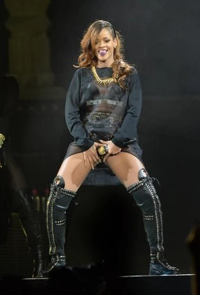 Rihanna em show em Los Angeles, nos Estados Unidos (Foto: Jason Merritt/ Getty Images/ AFP)