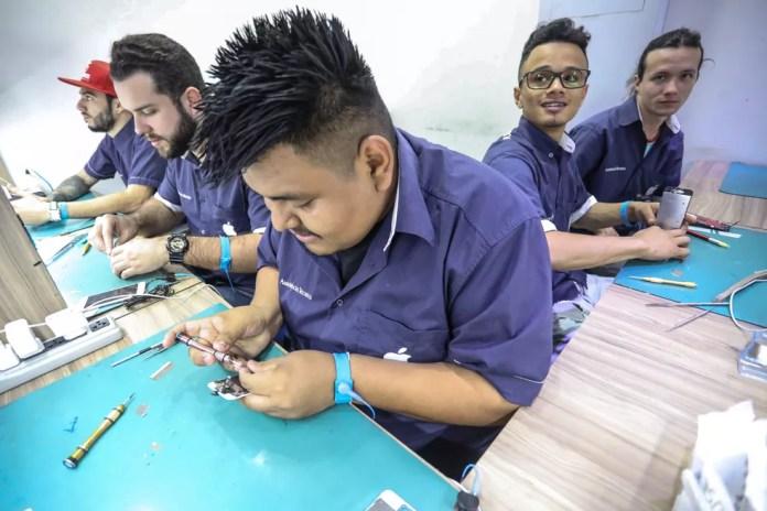 Conserto de tela de iPhone pode custar até R$ 700 na loja Rei do iPhone, no Centro de Sp (Foto: Fábio Tito/G1)