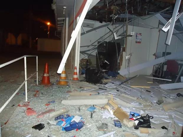 Caixas eletrônicos são explodidos em Camaçari e no interior (Foto: Naldinho Beira Rio Notícias / Divulgação)