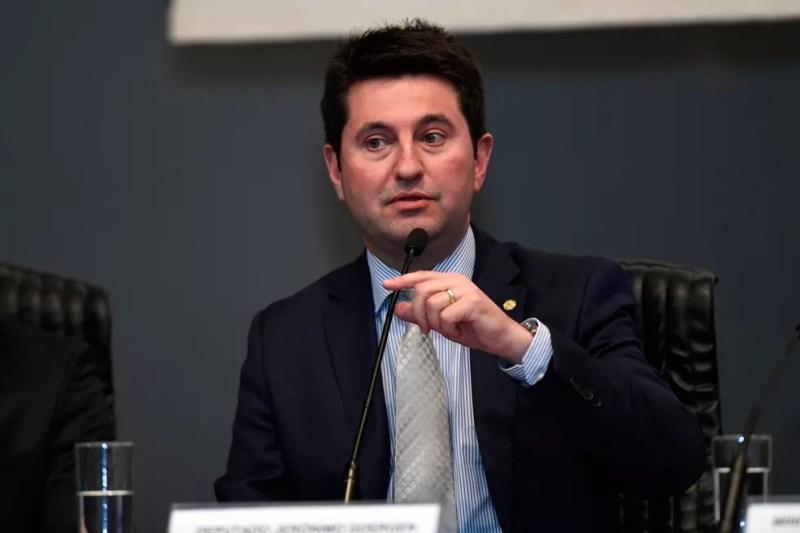 O relator da MP da liberdade econômica, deputado Jerônimo Goergen (PP-RS), durante seminário em Brasília  — Foto: Rafael Luz/STJ