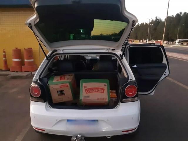 Policiais de Vilhena encontraram carga de óleo saqueada de caminhão — Foto: PRF/Reprodução