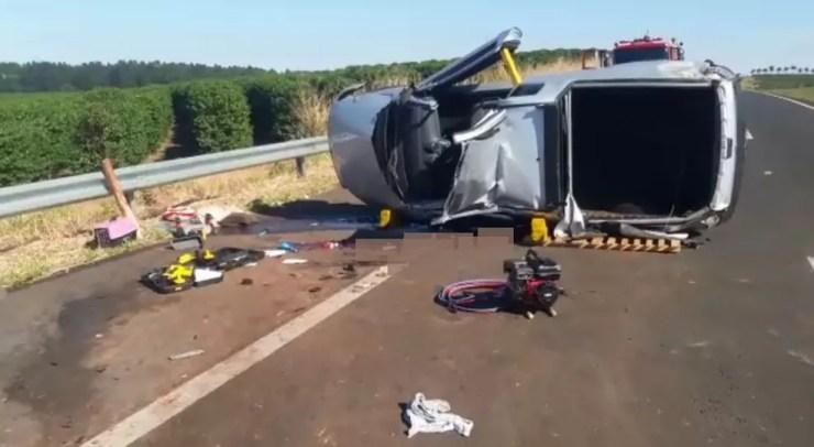 Motorista e cachorro morreram em acidente na SP-294 em Garça (Foto: Mariana Lima / TV TEM)